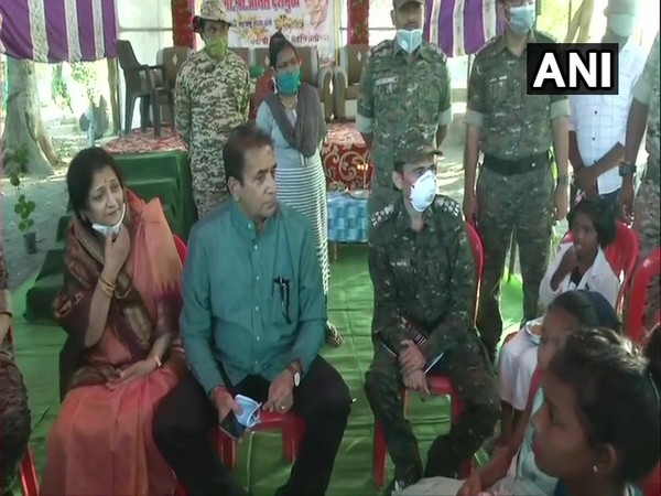 Maharashtra Home Minister Anil Deshmukh with jawans deployed at the Patagudam Police chowki. (Photo/ANI)