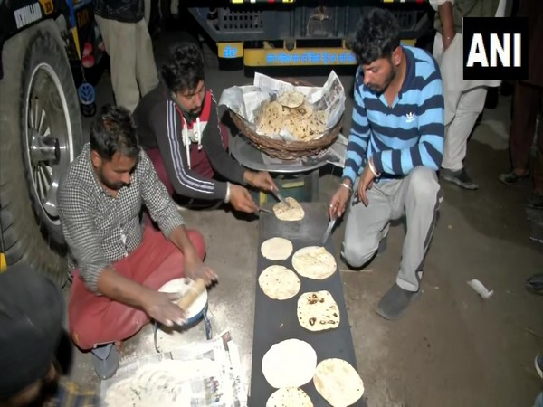 Farmers cooking rotis at the Singhu border as they settle for the night. (Photo/ANI)