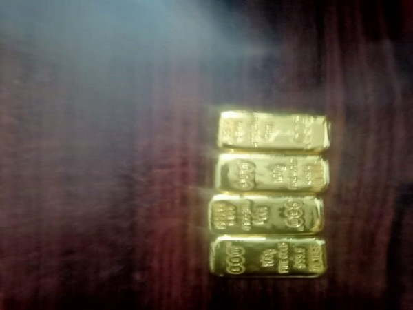 Recovered gold from a passenger at BhubaneswarAirport (Photo/ANI Twitter)