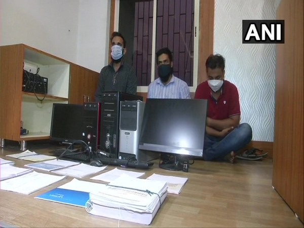 Vadodara Police arrested a gang that provided fake mark sheets and University degrees (Photo/ANI)