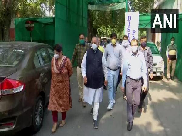 A visual from North MCD Mayor Jai Prakash's visit to Hindu Rao Hospital on Tuesday. Photo/ANI