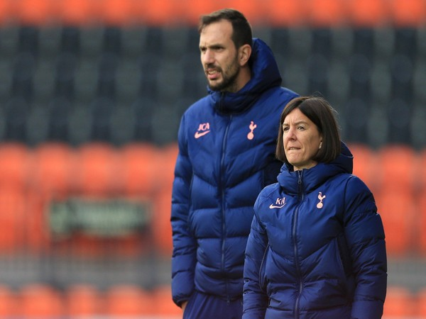 Karen Hills and Juan Amoros (Photo/ Tottenham Women Twitter)