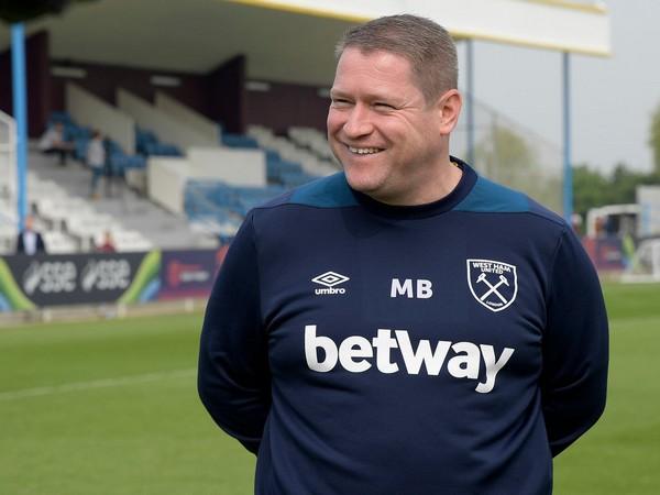 Matt Beard (Photo/ West Ham United Women Twitter)