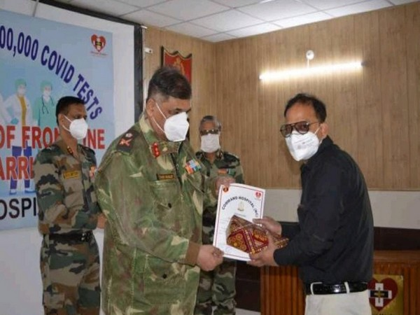 Indian Army's Northern Command felicitating corona warriors on Saturday. (Photo credit: Twitter/Northern Command, Indian Army)