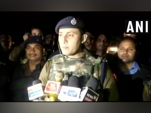 Etawah SSP Santosh Kumar Mishra speaking to media on Tuesday. Photo/ANI