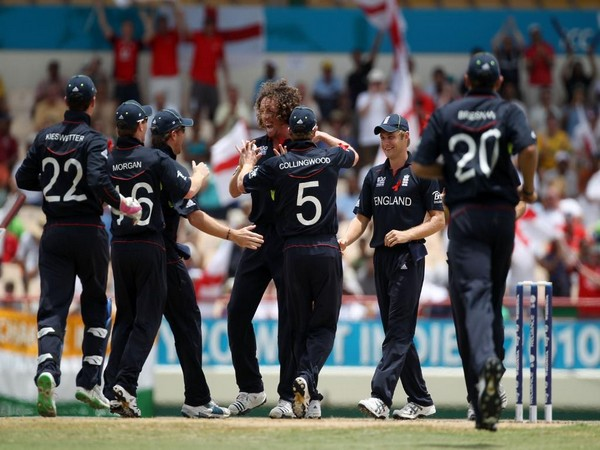 England cricket team celebrating after taking a wicket. (Photo/T20 WC Twitter)