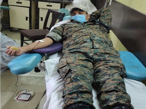A CRPF jawan donating blood to Sayeeda, a 19-year-old patient from Budgam. (ANI)