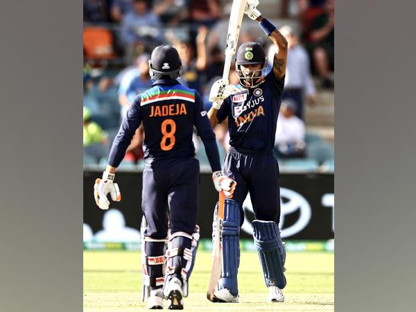 Ravindra Jadeja and Hardik Pandya in action against Australia (Photo/ Ravindra Jadeja Twitter)