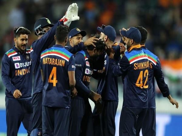 Team India after winning third ODI against Australia (Photo/ BCCI Twitter)