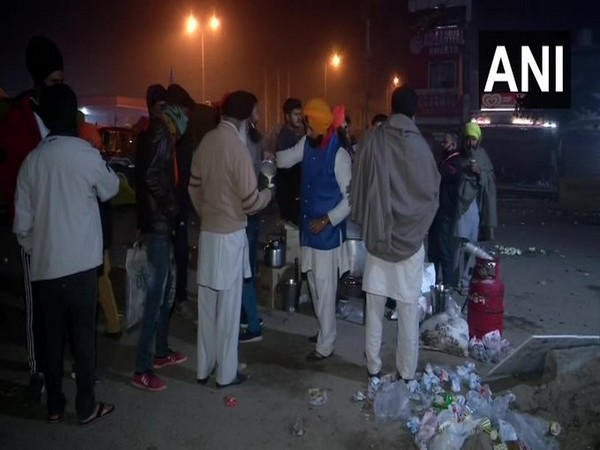 Locals distributed tea to protesting farmers stationed at the Singhu border (Photo/ANI)