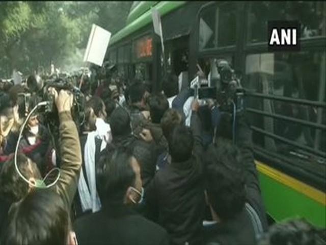 Delhi Police took Congress leaders into custody on Thursday (Photo/ANI)