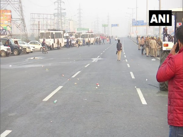 Protesting farmers open one side of Ghazipur (Delhi-UP) Border (Photo/ANI)