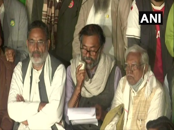 Swaraj India leader Yogendra Yadav reading out  letter by farmer leaders at the Singhu border. (Photo/ANI)