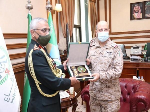 COAS General MM Naravane called on General Fayyad bin Hamid Ruwaili, Chief of General Staff CGS, on Sunday. (Photo credit: Twitter/Indian Army)