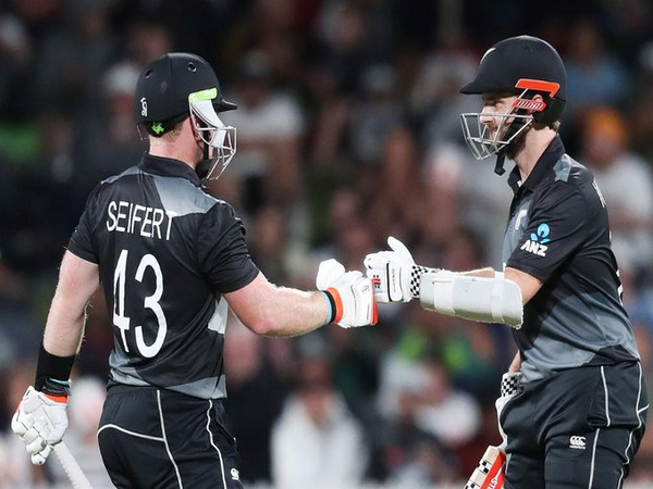 Tim Seifert and Kane Williamson in action against Pakistan (Photo/ ICC Twitter)