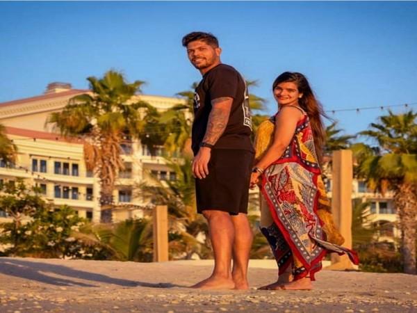 Umesh Yadav with wife Tanya (Photo/ Umesh Yadav Twitter)