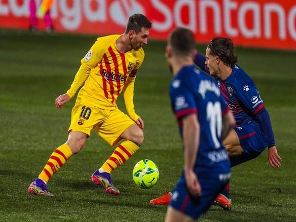 Barcelona striker Lionel Messi in action against Huesca (Photo/ FC Barcelona Twitter)