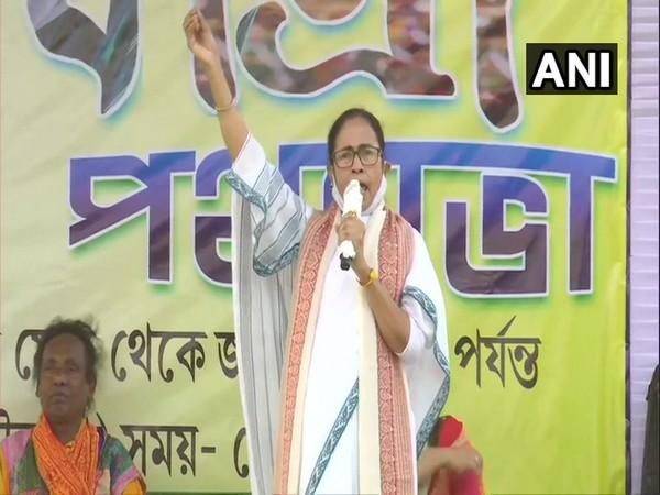 West Bengal CM Mamata Banerjee addressing rally at Bolpur (Photo/ANI)