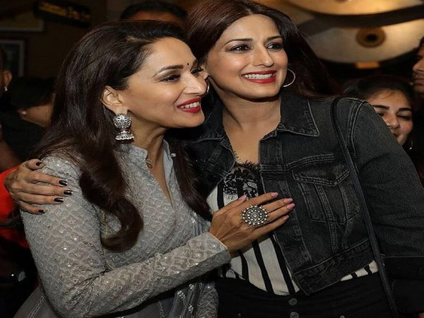 Actors Madhuri Dixt and Sonali Bendre (Image Source: Twitter)