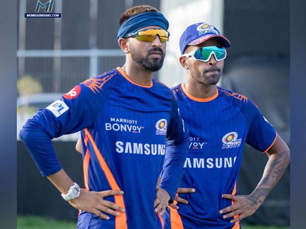 Mumbai Indians all-rounder Hardik Pandya (right) with brother Krunal (Photo/ Mumbai Indians Twitter)