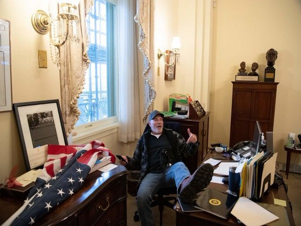 Man vandalised office of US House Speaker Nancy Pelosi has been arrested (Photo/Twitter)