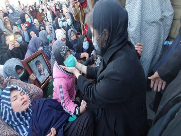 Maryam Nawaz meets members of Shia Hazara community