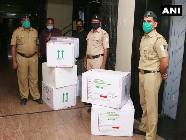 1,39,500 doses of Covishield vaccine by Serum Institute of India arrives in Mumbai (Photo/ANI)