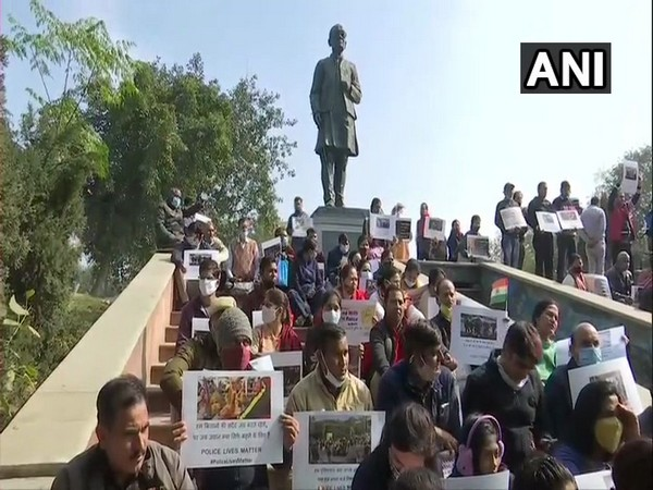 Delhi police stage protest at Shaheedi Park against the January 26 attack