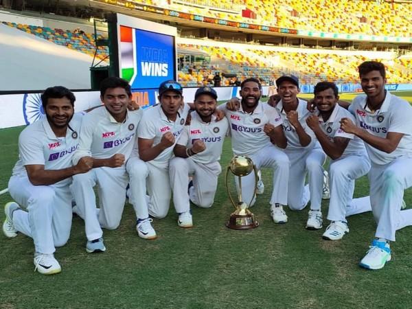 Indian players with the Border-Gavaskar Trophy (Photo/ Rishabh Pant Twitter)