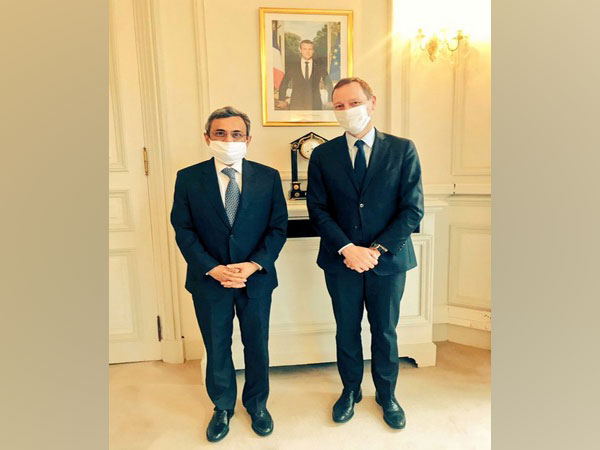 Indian Ambassador Jawed Ashraf with French President's diplomatic advisor Emmanuel Bonne (Source: India in France/Twitter)