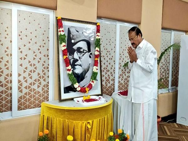 Vice President M Venkaiah Naidu paying a floral tribute to Netaji Subhas Chandra Bose on Saturday. (Source: Vice President of India/Twitter)