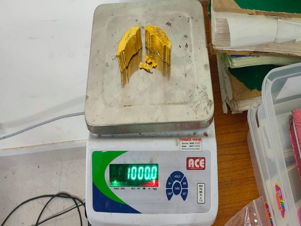 AUI seized 1 kg gold worth Rs 50.96 lakhs (Photo/ANI)