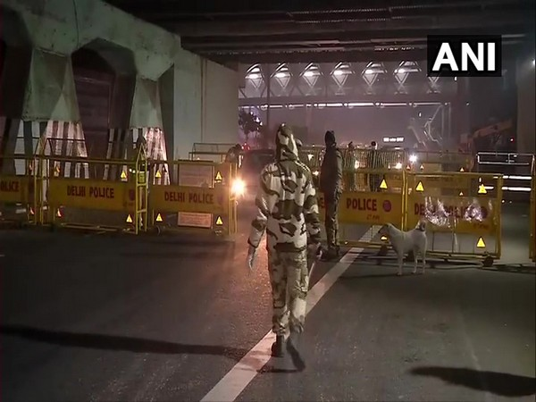 Delhi Police keeping vigil at ITO [Photo/ANI]