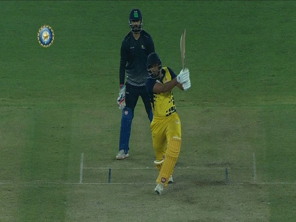 Batsman Shahrukh Khan (Photo/ BCCI Domestic Twitter)