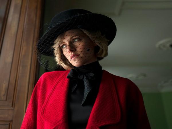 Kristen Stewart as Princess Diana (Image courtesy: Twitter)