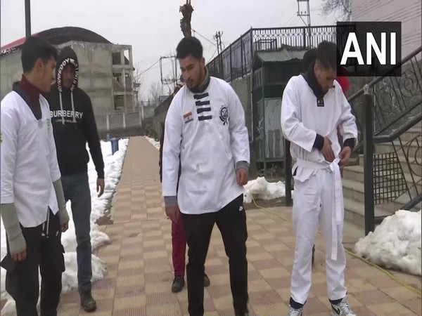 A four-day winter camp has been organised by Jammu and Kashmir Academy of Unified Martial Arts in Pahalgam [Photo/ANI]