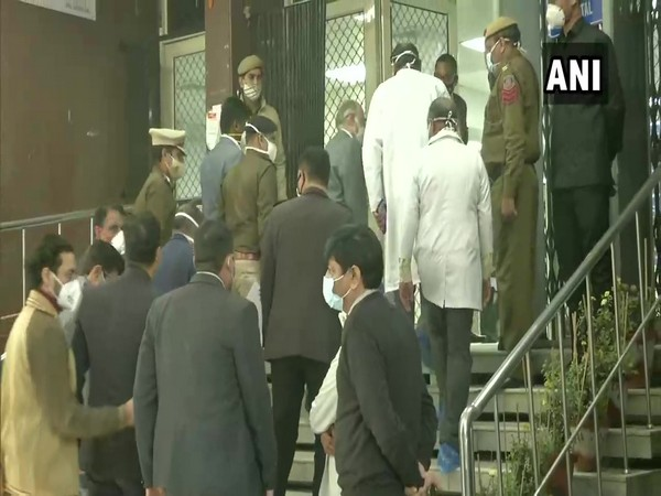 Delhi Lieutenant Governor Anil Baijal at Sushruta Trauma Centre. (Photo/ANI)