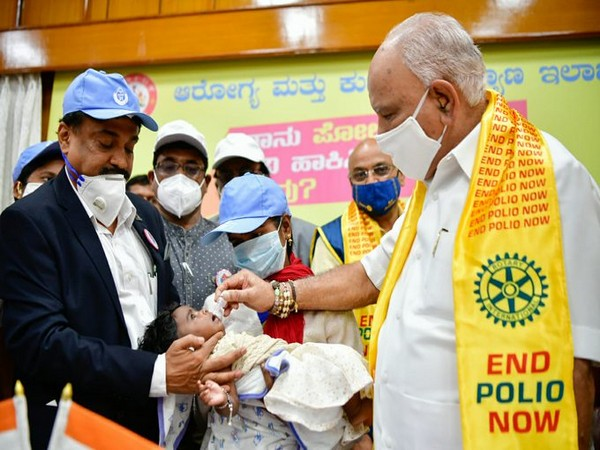 Karnataka CM administering polio drop to a child on Sunday. Photo/ANI