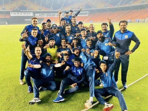 Baroda cricket team (Photo/ Hardik Pandya Twitter)