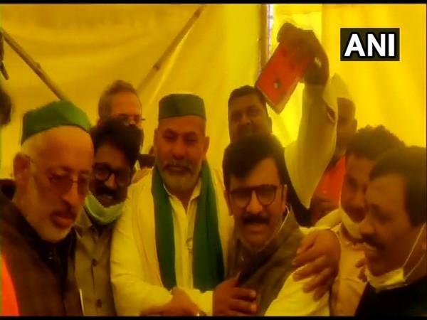 Shiv Sena leaders Arvind Sawant and Sanjay Raut met Bharatiya Kisan Union leader Rakesh Tikait at Ghazipur border on Tuesday. [Photo/ANI]