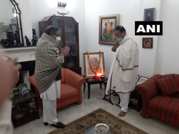 Vice President M Venkaiah Naidu paying homage to Congress MP's mother on Sunday. (Photo/ANI)