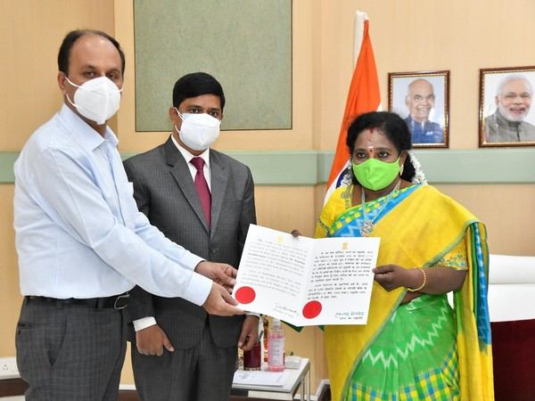 Telangana Governor Tamilisai Soundararajan received the warrant of appointment from President Kovind (Photo/ANI)