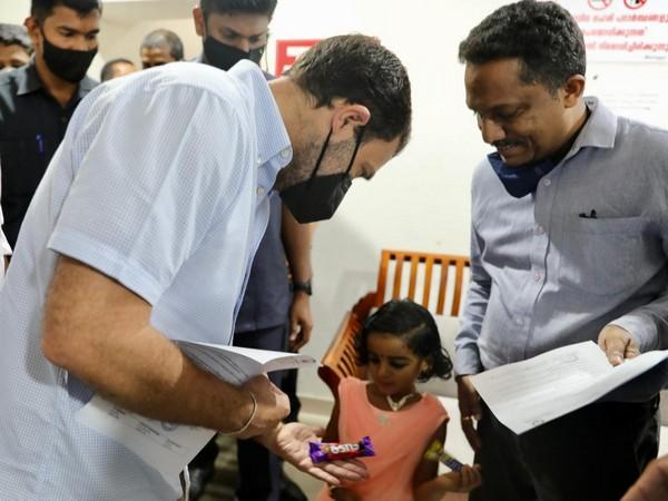 Rahul Gandhi meets survivors of Kozhikode plane crash (Pic Credit: Congress Twitter)