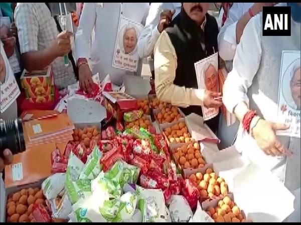 JDU workers distributing laddus among poor in Patna