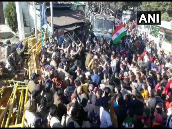 Police stopping protestors near Garsain in Chamoli (Photo/ANI)
