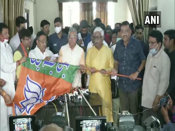 West Bengal BJP chief Dilip Ghosh inducting TMC councillors in Kolkata (Photo/ANI)