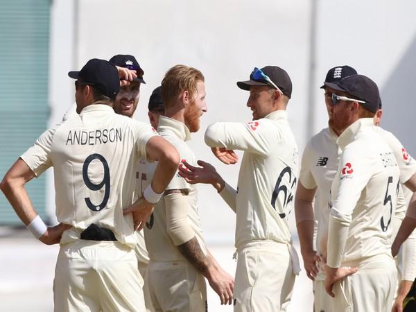 England players celebrate the dismissal of Kohli (Photo/ ICC twitter)