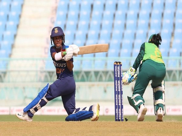 Punam Raut in action against South Africa (Photo/ Wasim Jaffer Twitter)