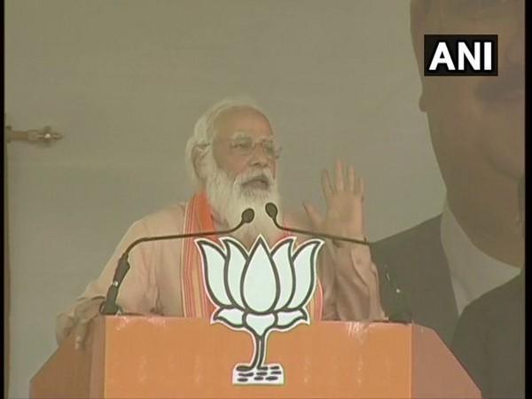 Prime Minister Narendra Modi addressing a public meeting in Purulia. [Photo/ANI]