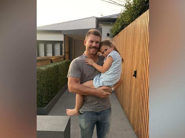 David Warner with his daughter (Photo/ Candice Warner Twitter)